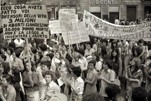 ABORTO LEGALE 40 ANNI FA, ORA LA PRIMA VOLTA SOTTO I 60MILA