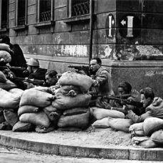 Partigiani_a_Milano_1945